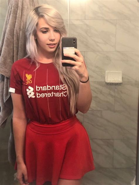 Alanah Pearce in a Liverpool jersey - Puzzups