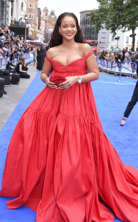 """Rihanna on Red Carpet - """"Valerian and the City of a"""