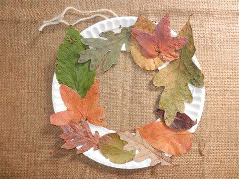 Fall craft for kids – make your own leaf wreath