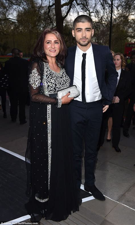 Zayn Malik 'forks out £70k to fly mum Trisha and his 3