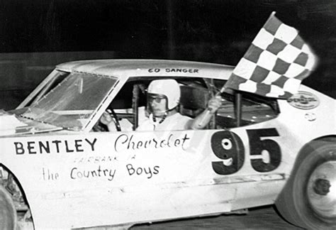 Midwest Racing Archives: 1976 - Sanger wins Mid-Season